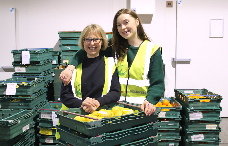 Mum and daughter volunteering at FareShare